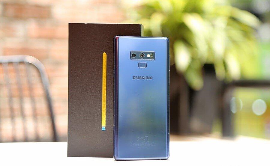 Đây là smartphone khủng nhất từ trước đến nay đối với một sản phẩm cao cấp từ Samsung.