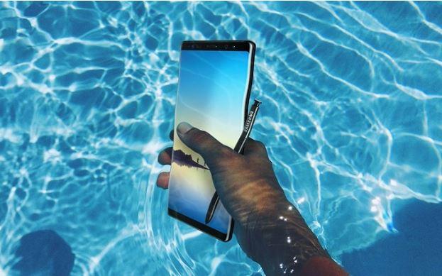 Samsung Galaxy Note 8 kháng nước và chống bám bụi bẩn