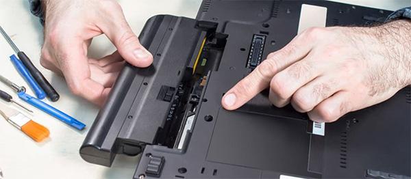 Có nên vừa dùng laptop vừa sạc không? (2)